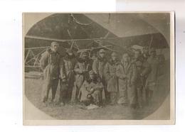 """Groupe Devant Avion - Format 18x24 - Au Verso Il Est écrit : """"Etampes - Ville Sauvage - Mars 1920 - Equipage Bréguet 14"""" - Aviation"""