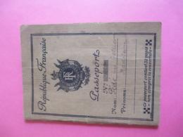 Passeport/République Française/N°213/Madeleine  PEDE Née TELLIER/Reims /Laon/ AISNE/1933   AEC149 - Other Collections