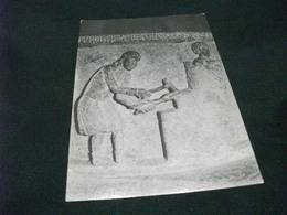 CHIAVENNA FONTE BATTESIMALE IN PIETRA OLLARE  SCULTURE IN BASSORILIEVO UN ARTIGIANO ED UN SOLDATO - Sculture