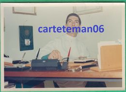 94 - Nogent Sur Marne - Un Médecin Dans On Cabinet - Format 12.3 X 8.8 Cm - Lieux