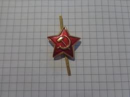 Russie L'URSS Cocarde. étoile Rouge. à La Casquette. - Russia
