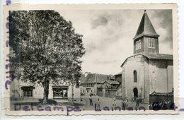 - LA MEYZE - ( Hte-Vienne ), Place De L'Eglise, Petit Format, Glacée, Animation, Coins Ok, écrite, 1956, TBE, Scans. - France