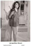 JACQUELINE BISSET - Film Star Pin Up PHOTO POSTCARD - P761-3 Swiftsure Postcard - Unclassified
