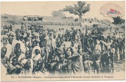 NIGER, NYAMINA - Indigènes Regardant L'Arrivée D'une Vedette à Vapeur - Niger