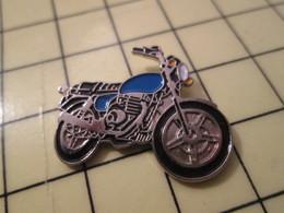 PIN517 Pin's Pins / Rare Et Beau : MOTOS / MOTO ROUTIERE NOIRE ET BLEUE - Motos
