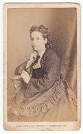 CDV Photo Um 1875-80 : Feine Junge Dame Mode Femme Lady - Fotograf: J. Waller, Whitby - Photographs