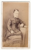 CDV Photo Um 1880 : Feine Junge Dame Mode Femme Lady - Fotograf: J. Kelly, Whitby - Photographs