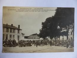 RARE OLERON LE CHATEAU PRISONNIERS DE GUERRE DANS LA COUR VISITE DES COLIS N° 3319 - Ile D'Oléron