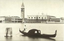 """Venezia (Veneto) Bacino Di San Marco E Gondola, St. Marcus Dock And Gondola, Vecchie Immagini """"Archivio Filippi"""" - Venezia (Venice)"""