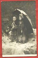 CARTOLINA NV ITALIA - BAMBINI Con Ombrello Sotto La Neve - Phot. CLAYETTE - 9 X 14 - Scene & Paesaggi