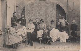 70 - AILLEVILLERS - UN GROUPE DE BRODEUSES - Francia