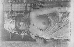 Femme Mauresque Seins Nus - Women
