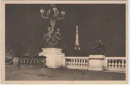 Cpa 75 Paris - Le Pont Alexandre III , Au Loin , La Tour Eiffel - Ponts