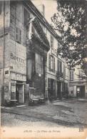 13 - BOUCHES DU RHONE / Arles - 13506 - La Place Du Forum - Arles