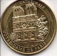 Cathédrale Notre Dame De Paris - Tourist