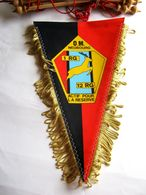 ANCIEN FANION REGIMENT DU GENIE 1° RG / 12° RG O.M NEUBOURG (COMPLET AVEC BARRE D'ATTACHE) ETAT EXCELLENT - Flags