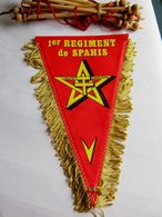 ANCIEN FANION BI FACE CAVALERIE LES SPAHIS 1° RS (COMPLET AVEC BARRE D'ATTACHE) ETAT EXCELLENT - Flags