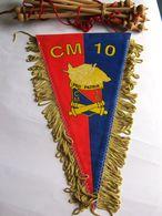 ANCIEN FANION BI FACE ARTILLERIE CM 10 LANNEMEZAN (COMPLET AVEC BARRE D'ATTACHE) ETAT EXCELLENT - Flags