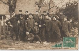 BEIGNON - COETQUIDAN - Carte Photo De Militaires Devant Un Batiment. A Identifier - Tampon Départ: Beignon. - France