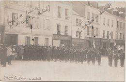 CPA PHOTO 27 LES ANDELYS Place Nicolas Poussin Revue Militaire Guerre 1915 Charcuterie Maison GONTIER Rare - Les Andelys