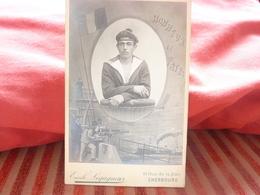 PHOTO ORIGINALE  CABINET MARIN MATELOT PHOTOGRAPHE EMILE LEGAGNEUR CHERBOURG GABION HONNEUR ET PATRIE - Ancianas (antes De 1900)