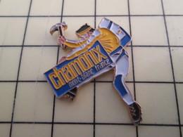 PIN1015b Pin's Pins / Rare Et Beau : SPORTS / ESCALADE CHAMONIX MONT BLANC FRANCE - Badges