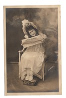 """FEMME . JOURNAL . """" LE PETIT JOURNAL """" . PHOTO H. MANUEL- Réf. N°9131 - - Women"""