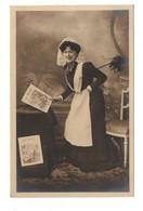 """FEMME . JOURNAL . """" LE RIRE """" . PHOTO H. MANUEL- Réf. N°9132 - - Women"""