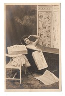 "FEMME . JOURNAL . "" LE MATIN "" . PHOTO H. MANUEL- Réf. N°9134 - - Women"