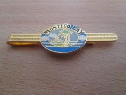 Etat Neuf : PINCE DE CRAVATE METAL JAUNE AVEC PAYSAGE MONTEGO BAY BATEAU PALMIER MER - Boutons De Col /de Manchettes
