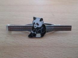 Etat Neuf : PINCE DE CRAVATE METAL ARGENT AVEC UN PANDA EN DECORATION - Manschetten- U. Kragenknöpfe