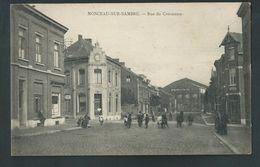 Monceau- Sur- Sambre. Rue Du Commerce.  Animée. 2 Scans. - Charleroi