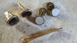 2 Paires De BOUTONS DE MANCHETTE NACRE Et Métal Doré + Pince à Cravate Métal Doré - Accessoires Mode - Bijoux & Horlogerie