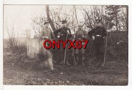 Carte Postale Photo Militaire Allemand Soldats Allemand Avec Douaniers Français-Allemand Borne Frontière DOUANE-DOUANIER - Douane