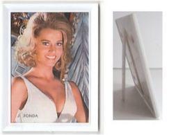 JANE FONDA Petite Carte Format Environ 5 X 7 Cm Dans Cadre Plastique - Other Products