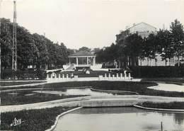 """/ CPSM FRANCE 13 """"Aubagne, Le Jardin Public"""" - Aubagne"""