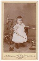 CDV Photo Format - Kinderfoto ± 1895 Süßes Kleines Kind Mit Spielzeug Enfant Child - Fotograf: Reinhardt, Reutlingen - Alte (vor 1900)
