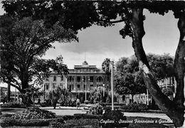 """07577 """"CAGLIARI - STAZIONE FERROVIARIA E GIARDINI""""   ANIMATA. CART SPED 1955 - Cagliari"""