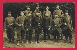 Carte Photo Militaria - Cliché Extérieur De Militaires - Insignes Régimentaires 92 Et 99 Sur Les Uniformes - Uniformes