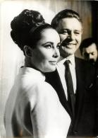 PHOTO  ELISABETH TAYLOR ET RICHARD BURTON FORMAT 18 X 13 CM - Personalidades Famosas