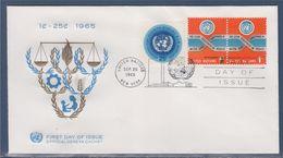 = Emblème Des Nations-Unies Et Slogan, Emblème De L'ONU New-York 20.09.65 N°141 X2 Et N°144, Série Courante - FDC