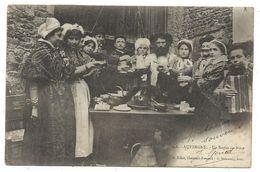 CPA  Précurseur - AUVERGNE, UN REPAS DE NOCE - Animée - Circulé 1903 - Edit. P. Juliot à Clermont, G. Delaunay, Succ. - Noces
