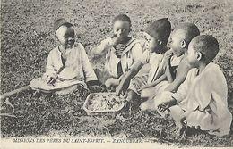 CARTE POSTALE ORIGINALE ANCIENNE : MISSIONS DES PERES DU SAINT ESPRIT AFRIQUE ORIENTALE ZANGUEBAR LE REPAS DU SOIR - Mozambique
