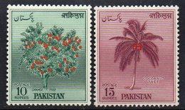 PAKISTAN : S074  -  1957  MNH  10 R. + 15 R.   -  Yvert  € 15 - Pakistan