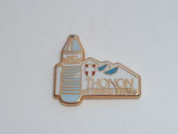 Pin's THONON, EAU MINERALE NATURELLE, Signe ARTHUS BERTRAND - Arthus Bertrand