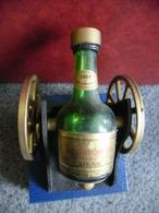 MIGNONNETTE COGNAC COURVOISIER The Brandy Of Napoleon Vide 0,027 L 40% Vol - Canon Qui Roule Et Qui S'incline Vers 1960 - Miniatures