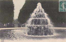(78) VERSAILLES - La Fontaine De La Pyramide, Un Dimanche De Grandes Eaux - Versailles (Château)