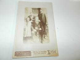 B684  Foto Cartonata Maison Soyer Lyon Cm16,5 X10,5 Pieghina Angolo E Screpolatura Sul Davanti - Fotografia