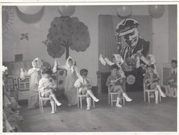 "RUSSIA.  A PHOTO. ""KINDERGARTEN. RUSSIAN DANCES ON THE BACKGROUND OF PORTRAIT OF LENIN.*** - Otros"