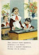 Petite Fille Russe - Ecolière Récitant Un Poème Devant Son Bureau - Scènes & Paysages